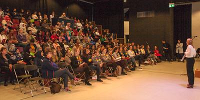 Drukbezochte vrouwenavond in Utrecht brengt de politiek dichterbij